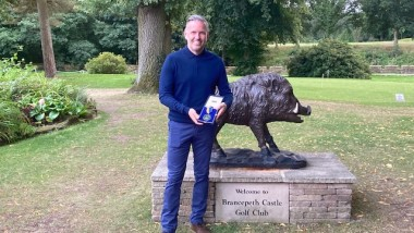 Richard Aisbitt wins Leonard Crawley Medal